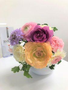 受付にお花を飾ることにしました♪
